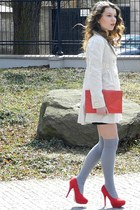 red Vero-Vila shoes - beige deep coat - red no name bag