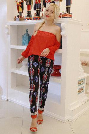red off shoulders Bazaar top - navy aztec Forever 21 jeans - red Zara heels