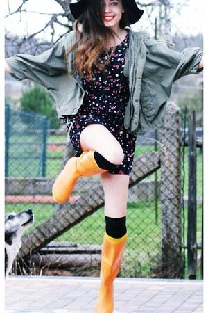 orange rain hegos boots - black H&M hat - romwe jacket - vintage romper