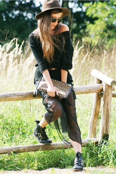 black romwe skirt - black Stradivarius boots - black Stradivarius sweater