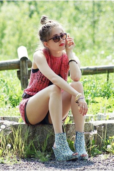 hot pink crochet DIY vest - sky blue Bianco wedges
