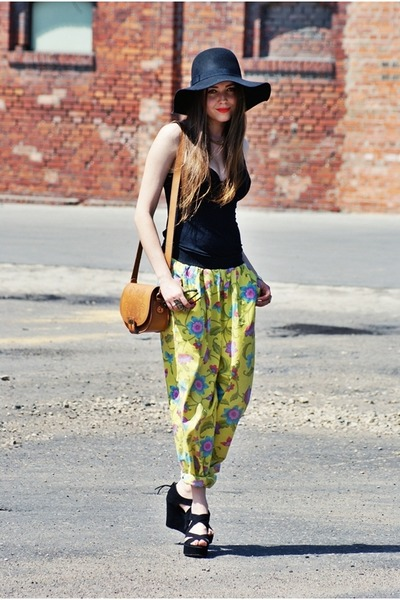 Black-h-m-hat-tawny-zara-bag-yellow-vintage-pants_400