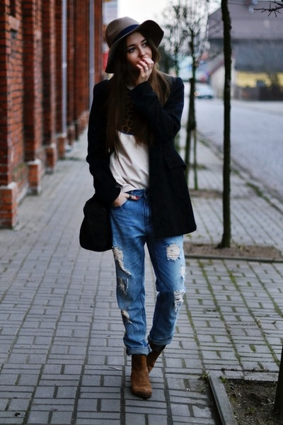 Stradivarius hat - Mango shoes - Secondhand coat - Zara jeans - buylevad sweater