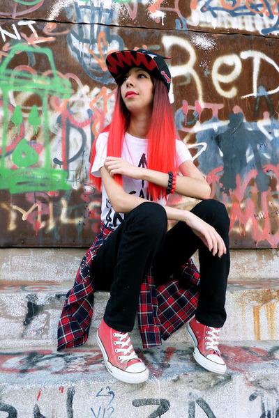 Choies shirt - Converse sneakers