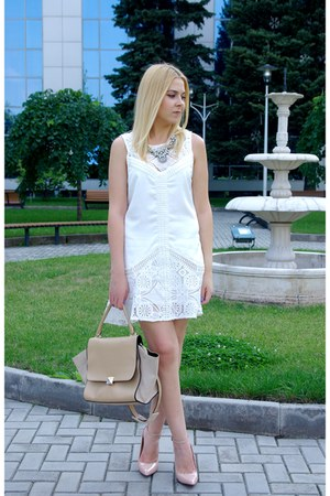 white shein dress - tan Chicwish bag - yellow Happinessboutique necklace