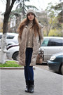 Blue-mango-jeans-light-brown-fiorelli-bag-beige-conceptk-vest