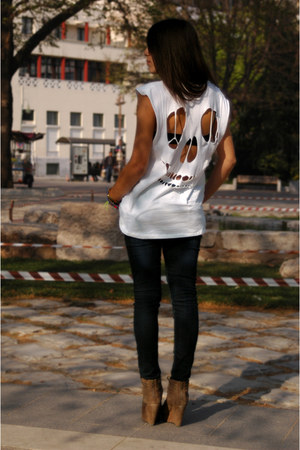 white skull Zara t-shirt - Zara jeans - brown asos wedges