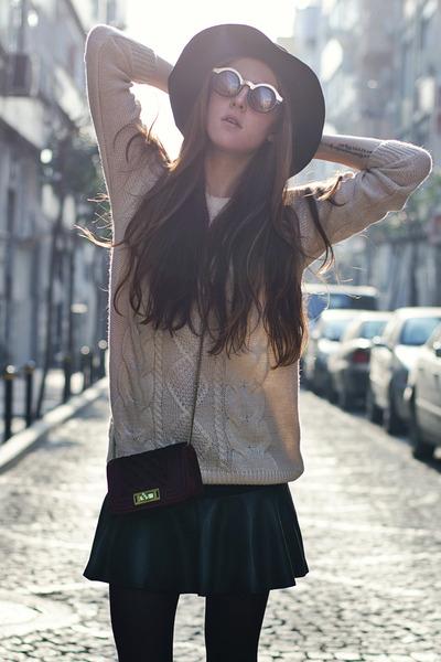 black leather Vesst skirt - beige knitted Sheinside sweater