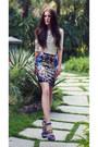 Neon-blue-bcbg-heels-printed-oasap-skirt-mango-top