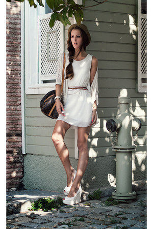 white chiffon chicnova dress