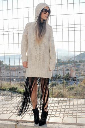 beige H&M jumper