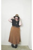 camel midi skirt - black ankle boots boots - camel Target hat