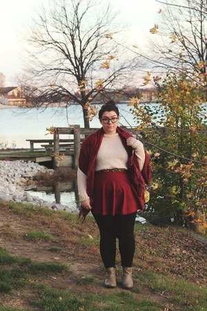 neutral lace Forever 21 sweater - light brown chelsea boots thrifted boots