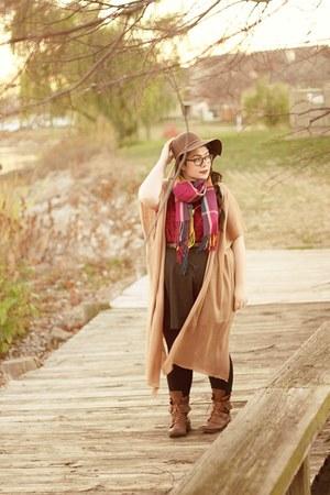 maroon plaid DealSale scarf - brown panama hat D&Y hat