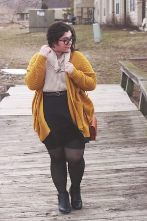mustard chunky BDG cardigan - chelsea boots JustFab boots
