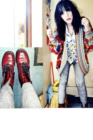 vintage jacket - vintage blouse - H&M leggings - doc martens boots - vintage jac