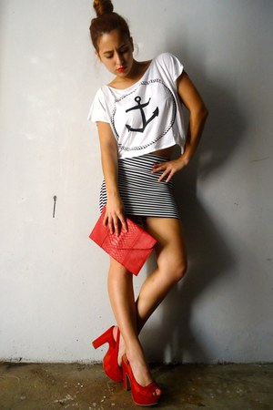 red Mango heels - red Formul bag - white your eyes lie t-shirt