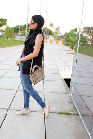 blue Bebe jeans - tan Celine bag - maroon turtleneck Zara top