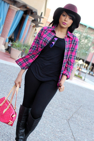 hot pink printed Louis Vuitton bag - black skinny jeans Bebe jeans
