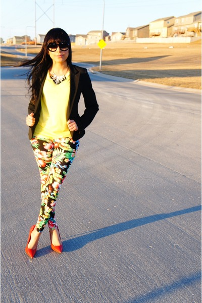 black floral print Forever 21 leggings - black round Chanel sunglasses