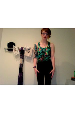 black necklace - green Forever 21 top - black American Apparel leggings - black