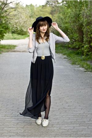 black romwe hat