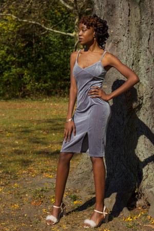 pink suede GoJane heels - gray velvet Forever 21 dress