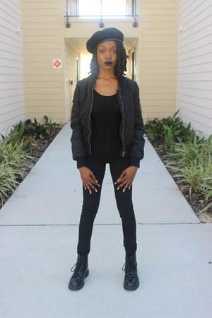 black doc martens boots - black BDG jeans - black beret UO hat