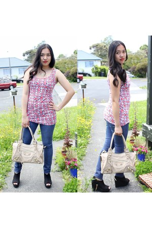 navy Valley Girl jeans - heather gray balenciaga bag - red Boohoo bodysuit