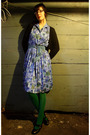 Blue-thrifted-dress-green-am-app-tights-blue-thrifted-belt-black-clarks-sh