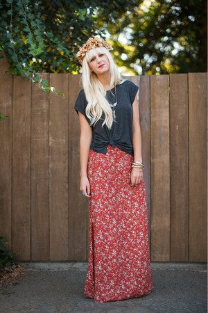 Anthropologie skirt - H&M t-shirt