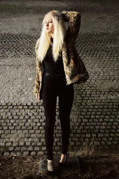 camel Choies coat - black highwaist Dr Denim jeans