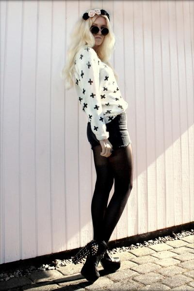 white cross print H&M sweater - black highwaist Urban Outfitters shorts