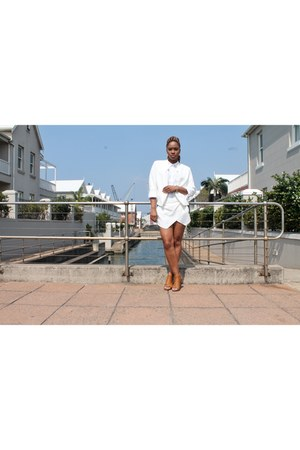 Insync blazer - linen Urban shirt - silk cotton on shorts - Footwork heels