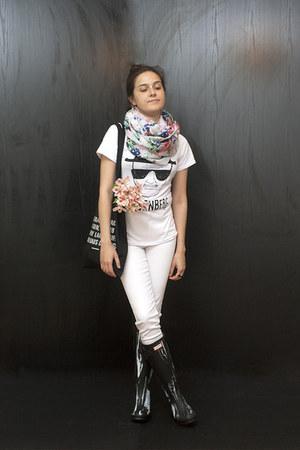 Hunter boots - Vero Moda jeans - pieces scarf - DressLink t-shirt