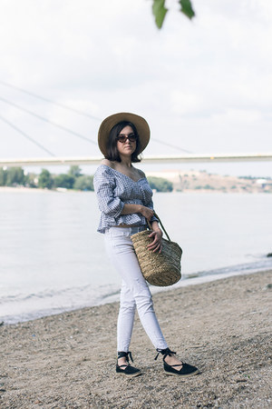 H&M hat - Zara jeans - H&M bag - Sinsay sunglasses - VIPshop blouse