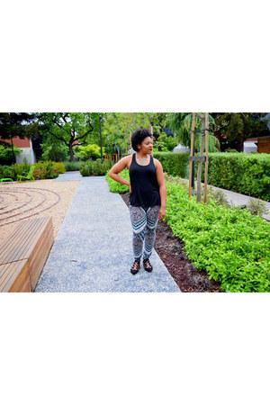 teal jogger Tart leggings - black tank Janet Chung shirt