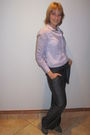 Gray-jola-pants-purple-red-shirt-silver-plum-shoes
