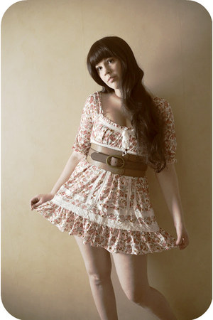 bubble gum lace Liz Lisa dress - light brown leather pieces belt