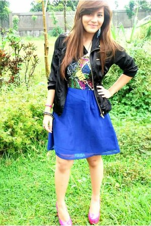 blue aztec dress - black jacket - bangles studded accessories - hot pink pumps