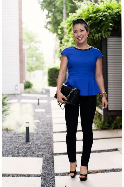 black peep toe Jessica Simpson shoes - black skinny J Brand jeans