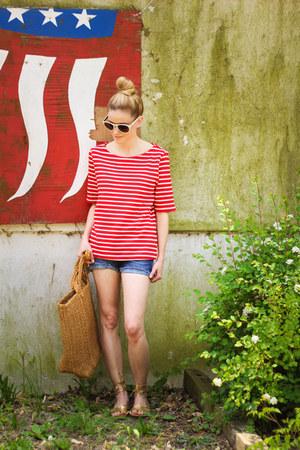 red three dots top - bronze madewell bag - navy Vigoss shorts