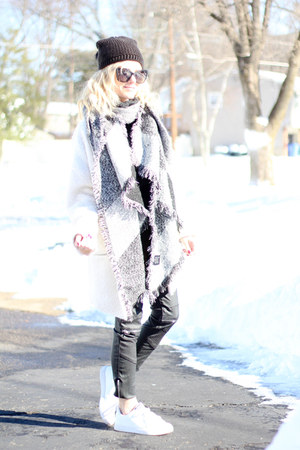 black Juicy Couture hat - white Forever 21 coat