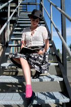 pink Juicy Couture socks - gray thrifted hat - gray Smart Set skirt - white vint