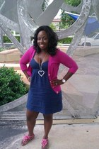 navy linen Guess dress - hot pink cotton Guess sweater - silver Guess necklace