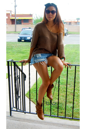 tan knit TBabaton sweater - Nomi boots - studded Vintage Levis shorts