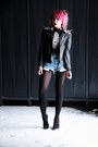 Black-leather-jacket-periwinkle-levis-shorts-silver-accessories