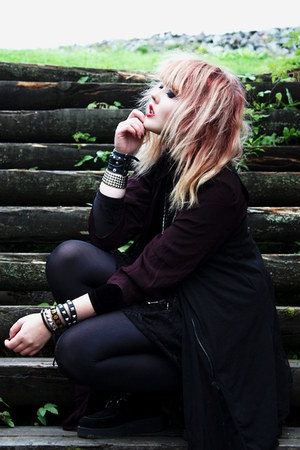 black creepers Underground shoes - black diy bag - black velvet blouse