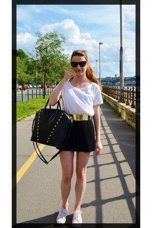 black golden studs H&M bag - off white basic New Yorker shirt