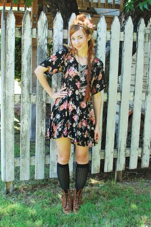 brown justin style vintage boots - black grunge Neo Nostalgia dress - pink rose